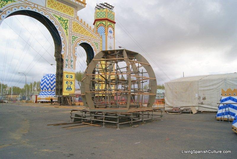 Sevilla,Feria de Sevilla,construccion portada (1)