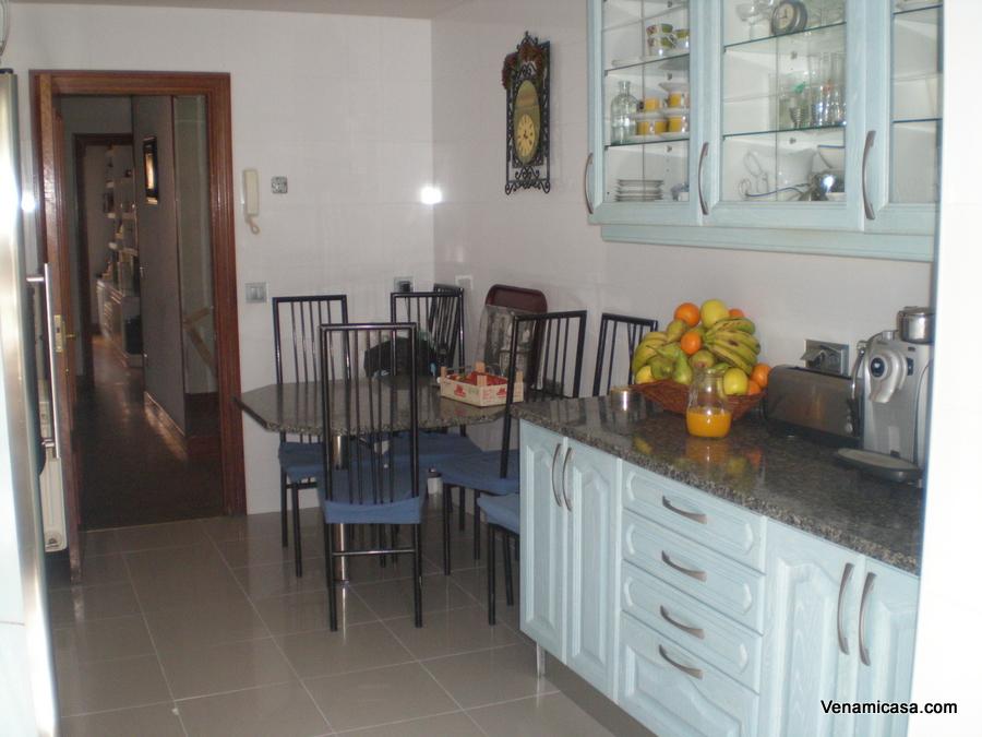 Ven a mi casa homestay madrid juan esplandiu st - Singular kitchen madrid ...